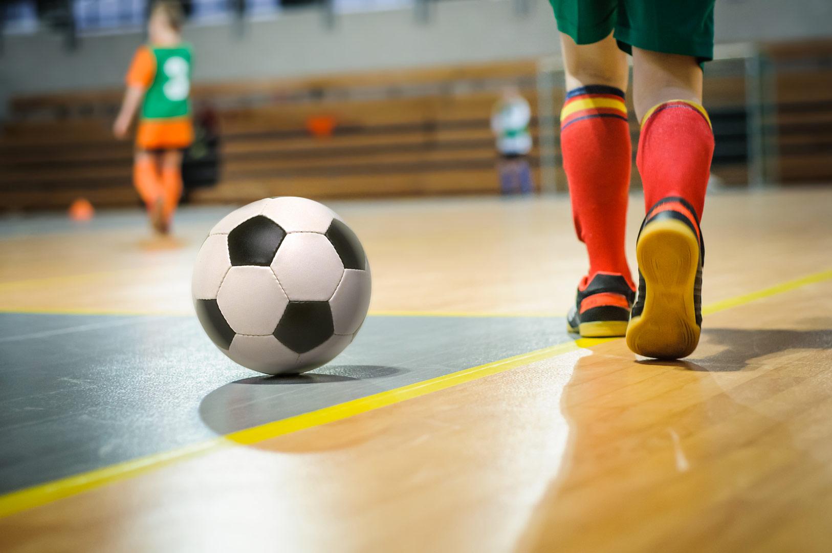картинка футбол зал ноге ребенка